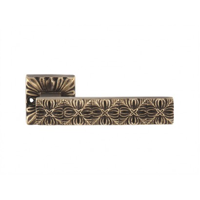 Дверная ручка MONNALISA на розетке