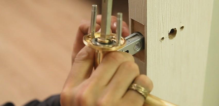 Правильная поэтапная установка дверной ручки